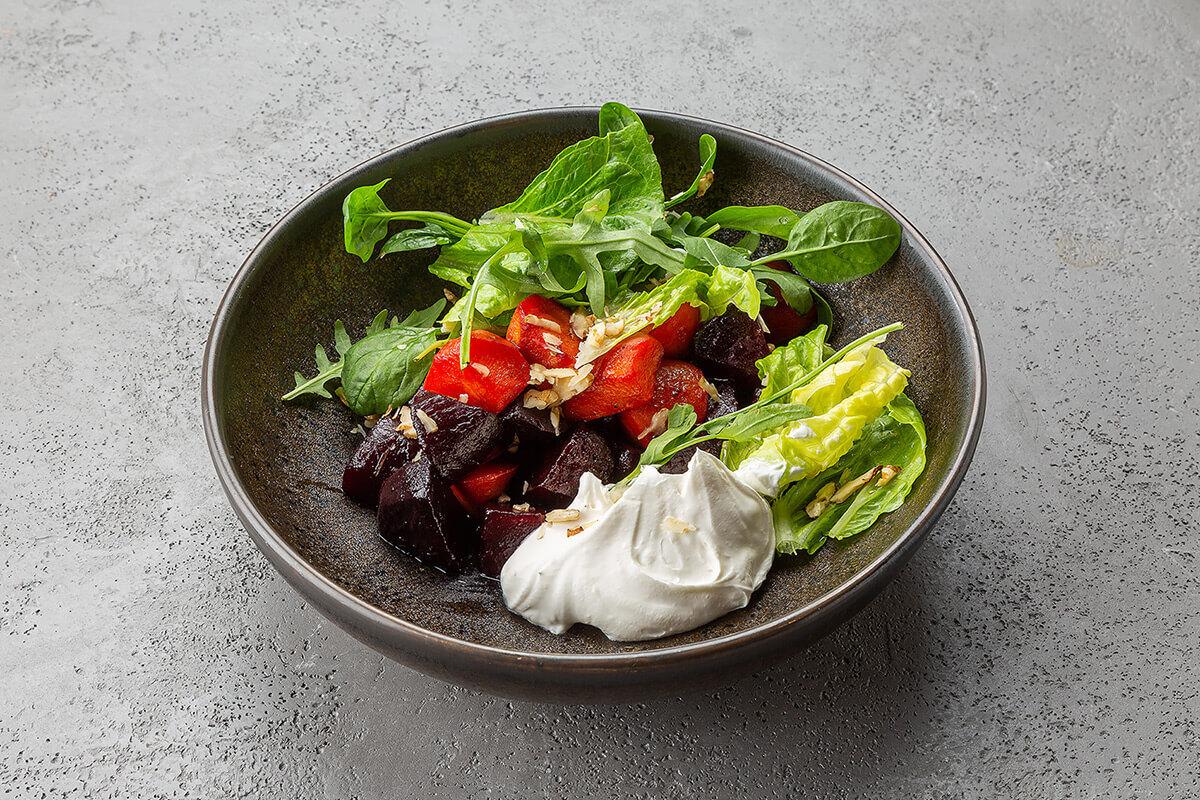 Салат с печёными овощами и кремом из феты